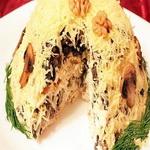 Куриный салат с шампиньонами и черносливом