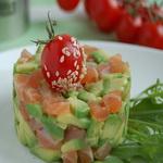 Лососевый салат с авокадо и апельсинами