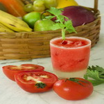 Напиток из томатов и сока ягод