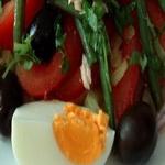 Салат из консервированных помидоров, с молодой фасолью