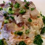 Картофельный салат с сельдью и копченым угрем