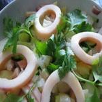 Салат из кальмаров, с фасолью