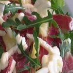 Пикантный салат из сырокопченых продуктов