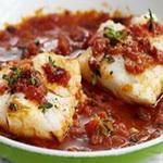 Рыбный салат с томатным соусом