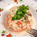 Салат из копченой скумбрии со сладким перцем