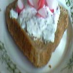 Бутерброды с тёртым редисом