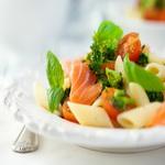 Салат с макаронами и лососем, по-итальянски