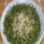 Суп из зелёного лука с кунжутом