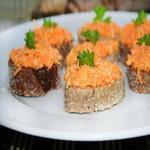 Бутерброды с салатом из сырой моркови