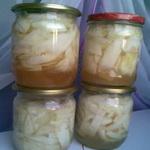 Молодые кабачки в яблочном соке
