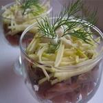 Салат – коктейль из отварного мяса и солёных огурцов