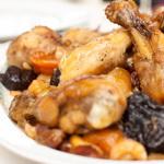 Тушенная курица с черносливовым соусом