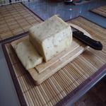 Сыр с орехами и кориандром