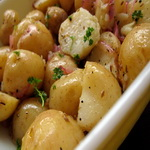Молодой картофель в масле с тмином
