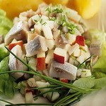 Салат с селедкой и шпиком