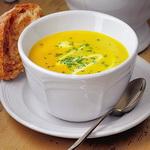 Суп — пюре из пастернака с карри