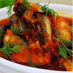 Килька, тушенная с овощами и белой рыбой