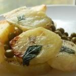 Тёплый салат из картофеля с горошком и мятой