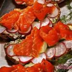 Закуска из лосося на ржаном хлебе