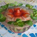 Креветки в клубничном желе