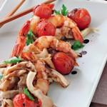 Креветки с помидорами черри