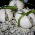 Яйца, фаршированные картофельным салатом