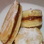 Бисквитное печенье с ирисом
