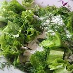 Зелёный салат со сметаной