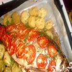 Сазан с картофелем и томатами