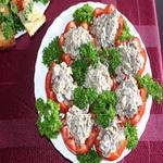 Закуска из фаршированных грибами помидоров