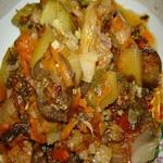 Капуста с овощами, тушенная в сметанном соусе