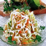 Салат из белокочанной капусты с морковью и изюмом