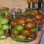 Зелёно-бурые помидоры, маринованные