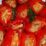 Фаршированный овощами перец, в томатном соке