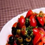 Закуска – салат из консервированных в собственном соку помидоров