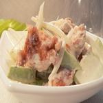 Рыбный салат с яблоком