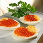 Яичный салат с осетровой икрой