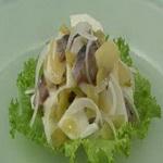 Картофельный салат с соусом винегрет