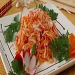 Салат из яблок с редисом и морковью
