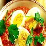 Салат из яиц под томатным соусом