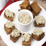 Салат из редиса с ветчиной, на хлебе