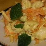 Салат из цветной капусты с сырой морковью