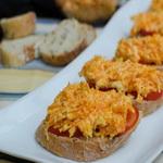 Чесночные бутерброды с морковью