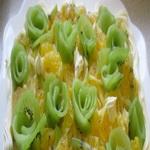 Салат из копченого мяса и фруктов