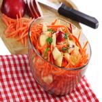 Витаминный салат с орехами