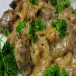 Куриная печенка с грибами и луком
