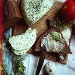 Острый сыр с тмином
