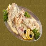Рыба отварная под соусом из сметаны