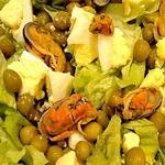 Салат из мидий с зелёным горошком
