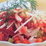 Овощной салат с яблоками и чесноком